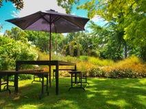 Gartenmöbel im Schatten Lizenzfreie Stockbilder