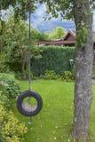 Gartenschwingen Stockfotos