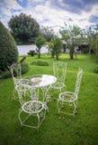 Gartentisch und Stühle Stockbilder