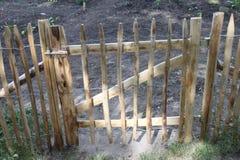 Gartentor im Zaun lizenzfreie stockbilder
