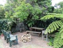 Gartenverzierungen und -Pflastersteine Stockbild