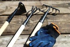 Gartenwerkzeuge für die Verarbeitung des Bodens stockbilder
