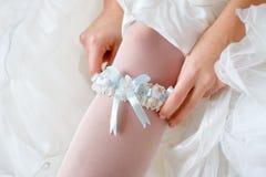 Garter στο πόδι της νύφης Στοκ εικόνες με δικαίωμα ελεύθερης χρήσης