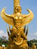 garuda金黄蜡雕塑特写镜头在钨Sri Muang公园的Ubon Ratchathani省的,泰国 免版税库存照片