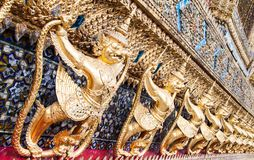 Garuda bij de Smaragdgroene Tempel van Boedha Stock Foto's