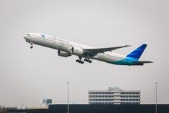 Garuda Boeing 777 Fotografering för Bildbyråer