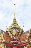 Garuda branco no telhado Fotos de Stock