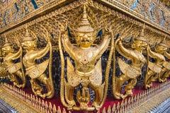 Garuda de oro de Wat Phra Kaew en Bangkok Fotos de archivo libres de regalías
