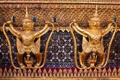 Garuda an der Unterseite des Tempels, Thailands großartiger Palast Stockfotos