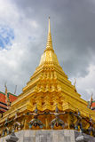 Garuda e pagode Fotos de Stock