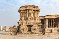 Garuda empiedra el carro, Hampi, Karnataka, la India imagenes de archivo
