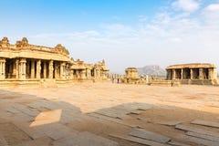 Garuda empiedra el gopuram del carro y del templo de Vitthala, Hampi fotografía de archivo
