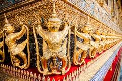 Garuda et Naga du temple du Bouddha vert Photographie stock