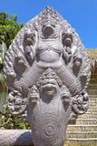 Garuda ha circondato dalle teste del serpente Fotografia Stock