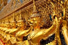 Garuda i templet av smaragden buddha bangkok Thailand arkivfoton