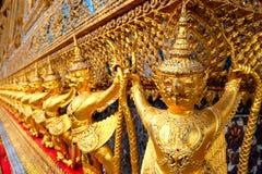 Garuda i templet av smaragden buddha bangkok Thailand royaltyfria bilder