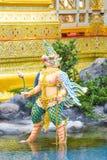 Garuda met in hand lotusbloem, Mythische schepselen, Bangkok, Thailand 1 royalty-vrije stock foto