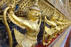 Garuda staty på templet i bangkok Thailand Arkivbilder