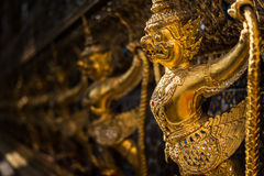 Garuda in Wat Phra Kaew Grand Palace van Thailand om te vinden Stock Foto's
