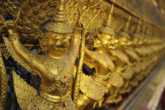 Garudas dourado no palácio grande, Banguecoque, Tailândia Foto de Stock Royalty Free