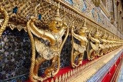 Garudas en Wat Phra Kaew ou palais grand, Bangkok Photos stock