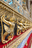 Garudas en Wat Phra Kaew ou palais grand, Bangkok Photographie stock