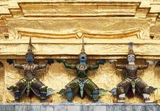 Garudas op de basis van gouden Satupa Stock Foto