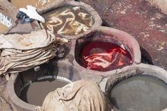 Garveri i Fez med färger Royaltyfria Foton
