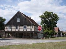 Garz-Vorlaubenhaus-Stopschild Stock Image