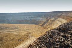 GARZWEILER, ALLEMAGNE - 15 AOÛT 2015 : La mine à ciel ouvert courte avant l'activité de démonstration commence Image stock