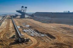 GARZWEILER, GERMANIA - 15 AGOSTO 2015: La miniera a cielo aperto breve prima dell'attività di dimostrazione comincia Immagini Stock Libere da Diritti