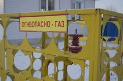 Gas är farlig, gasrör som värmer royaltyfria bilder