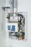 Gas-avfyrad kokkärl för vit hem arkivbilder