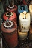 Gas-cilinders en jerrycans Stock Afbeeldingen