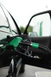 Gas costoso, combustible tanking Imágenes de archivo libres de regalías