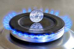 Free Gas Hob With Burning Natural Gas, Quarter US Dollar Coin Stock Photography - 138534532