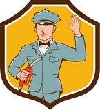 Gas-Jockey-Attendant Waving Shield-Karikatur Lizenzfreies Stockbild
