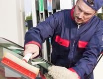 Gas-Jockey-Reinigungs-Frontscheibe stockbild