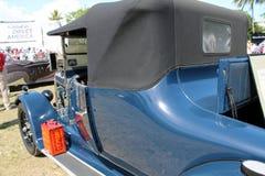 Gas kan på den gamla antika bilen Royaltyfri Fotografi