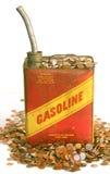 Gas kann und Stapel des Geldes Stockfotos