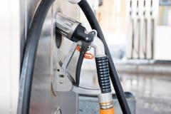 Gas líquido de la gasolina o bomba de la estación del LPG con la boca para reaprovisionar un Ca de combustible Foto de archivo