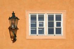 Gas-lampada e finestra Fotografia Stock Libera da Diritti