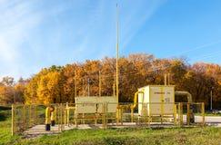 Gas reglerande och fördelningspunkt nära lägenhethuset Royaltyfri Foto