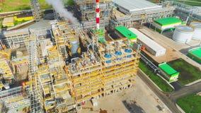 Gas- und Erdölraffineriekomplex mit oberer Ansicht der Ausrüstung stock footage