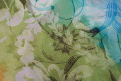Gasa verde oliva y azul con la impresión floral Fotografía de archivo libre de regalías