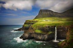 Gasadalur by i Faroe Island Arkivfoton