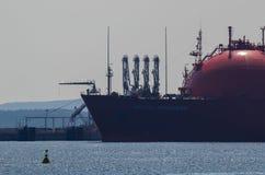 Gasanschluß und -tanker Stockfotos