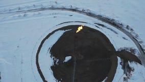 Gasbränning för flyg- sikt från signalljusstrukturen i oljefältvinter lager videofilmer
