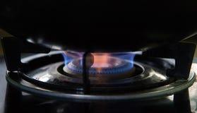 Gasbränning från en kökgasugn arkivbild