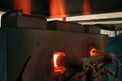 Gasbrenner auf einem Brennofen Stockbilder